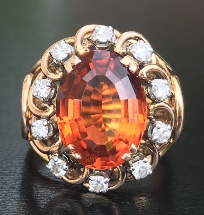 Luminous dome ring in 18 kt rose gold and platinum decorated with a mandarin colour citrin surrounded by diamonds H/VS (6.3 ct)