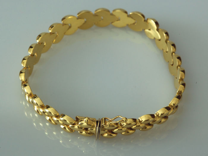 18 kt yellow gold bracelet crafted with articulated elements