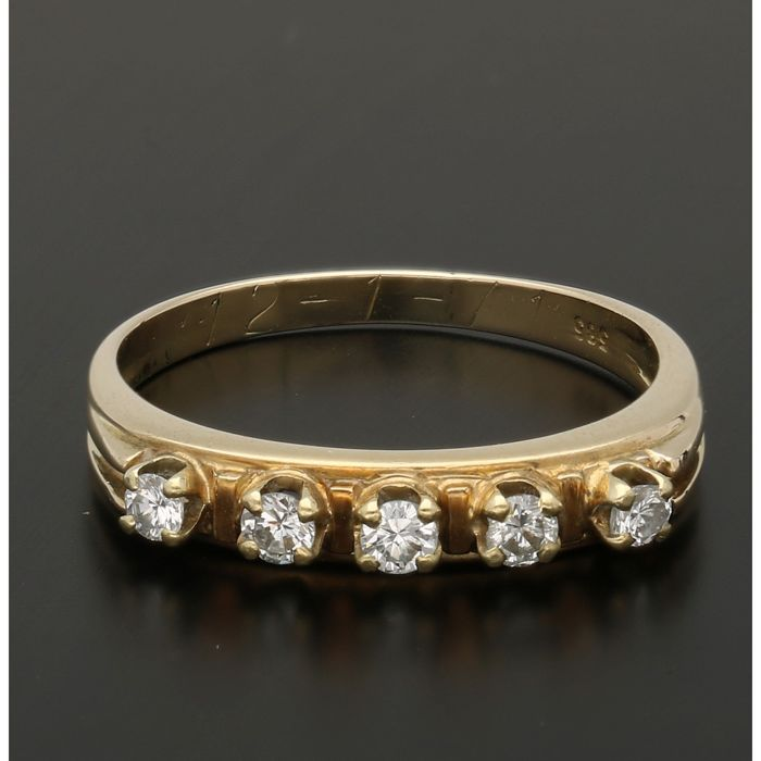 14 kt - Yellow gold ring set with 5 brilliant cut diamonds of approx. 0.21 ct in total - Ring size: 17.75 mm