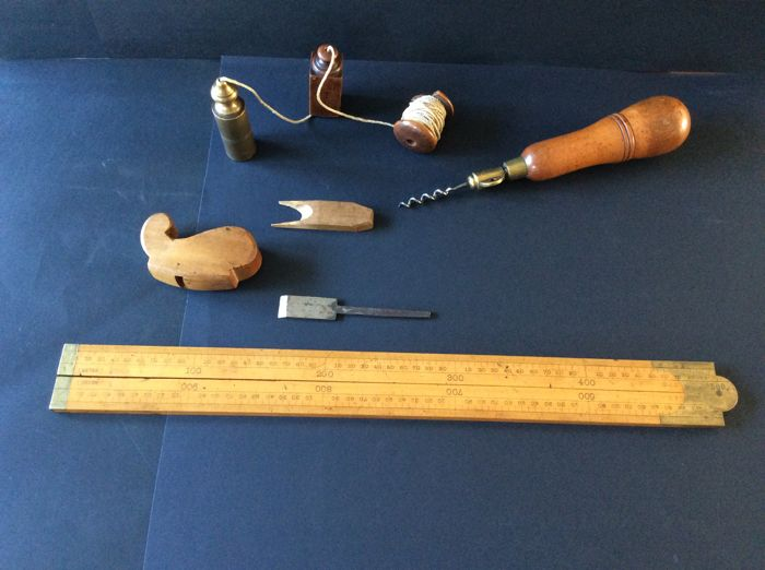 Collection of 19th century tools including a violin planer length 9 cm, width 3.4 cm, 3 piece plumb line, travel Boxwood tool set with 10 accessories and a 2 piece Boxwood ruler (2 x 50 cm)