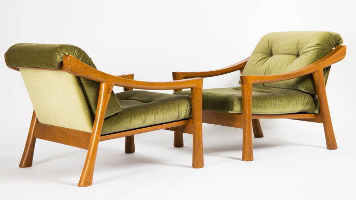 Set Of 2 Vintage Armchairs In Green Velour From The 1960s