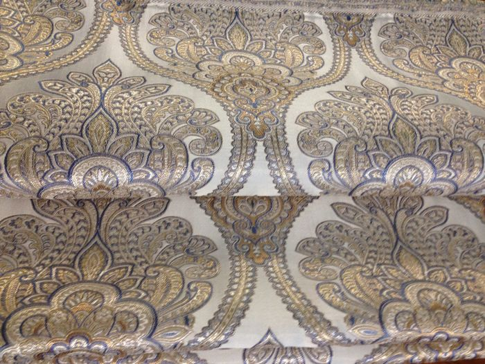 "5.40 metres of a precious ""San Leucio"" silk effect damask fabric, in light blue colour with golden and silver highlights"