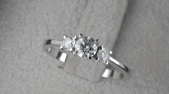 0.48 carat D/SI1  Diamond 3-Stones Engagement Ring in Solid White Gold 14K  **NO RESERVE***