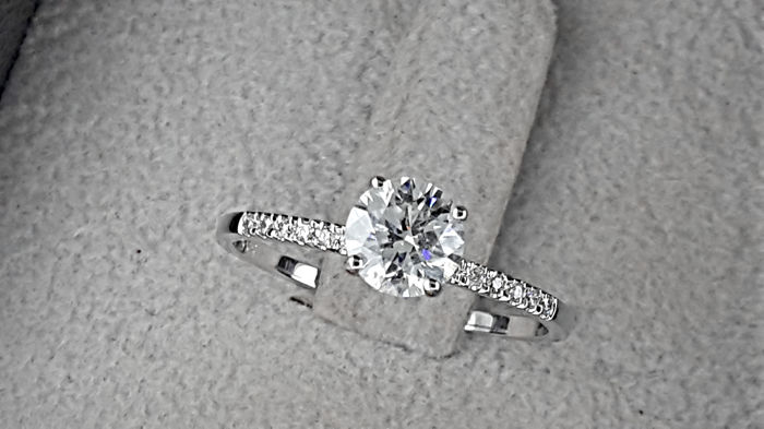 0.81 carat D/SI1 Diamond Engagement Ring in Solid White Gold 14K  *** NO RESERVE PRICE ***