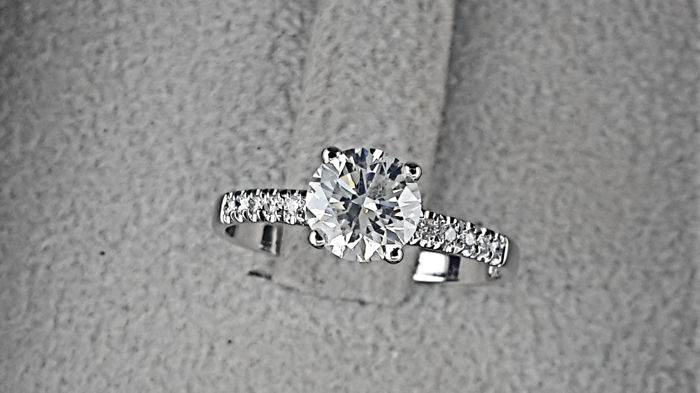 0.93 carat F/SI1  Diamond Engagement Ring in Solid White Gold 14K Pave Band