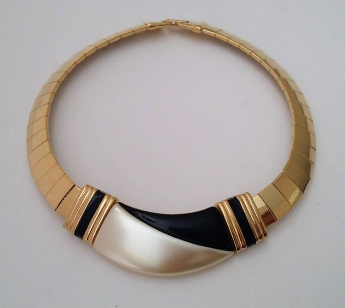NAPIER Gold Plated Thermoset Collar Necklace