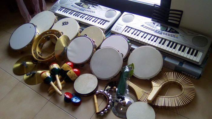 Musical instruments: Crescent shaped tambourine, Tambourines, Cymbals, Maraca, Castanets, Rocar, Harpsichord, 2 FARFISA SK 500 keyboard, 49 KEYS