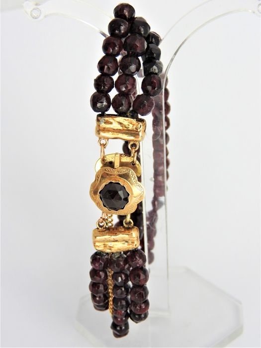14 kt Gold bracelet with garnet - 23.26 g