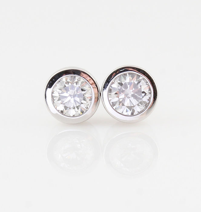 14kt diamond earrings total approx. 0.60ct / 2.00gr / G-H  VS1-VS2 / measurements : 14 x 5.5 x 5.5 mm