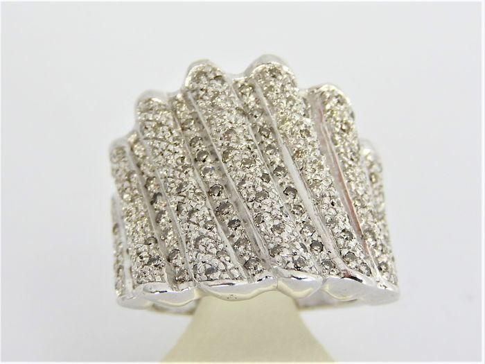 18 karat white gold ring with approx. 2.00 ct diamond - size 16.5 or 52