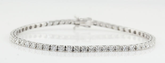 18kt strong brilliance natural diamond luxurious tennis bracelet with brilliants total 3.0ct / weight: 9.00gr / length: 17.60cm