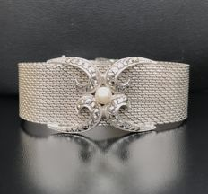 Splendid cuff bracelet in 925 silver with woven links, decorated with an Akoya pearl and marcassites **No reserve price**