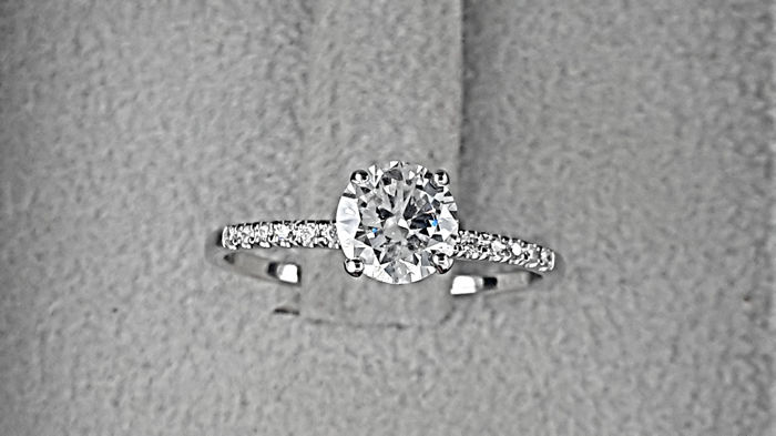 0.82 carat D/SI1  Diamond Engagement Ring in Solid White Gold 14K  *** NO RESERVE PRICE ***