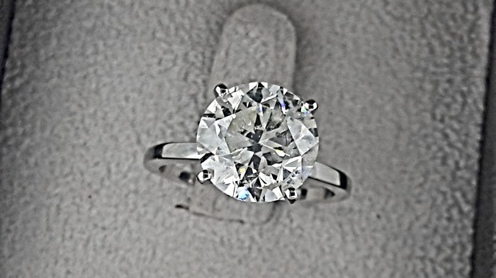 AIG 5.03 carat G/SI1 Round Diamond Solitaire Engagement Ring in Solid White Gold 14K
