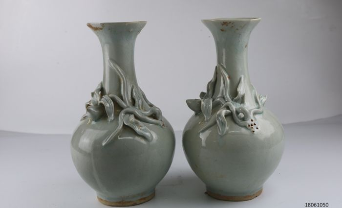 Set Of Antique Chinese Porcelain Crackle Vases China Late 20th
