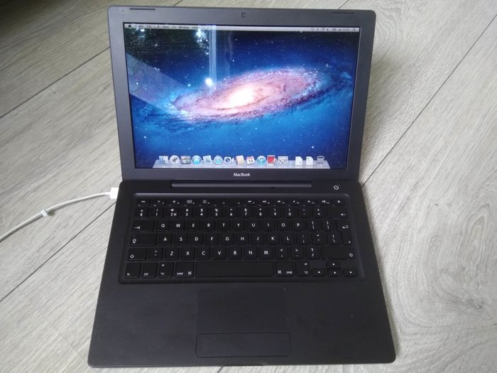 "Apple MacBook Black 13"" (Early 2008) - Core2Duo 2.4Ghz CPU, 2GB RAM, 120GB Samsung SSD, Superdrive - with original charger"