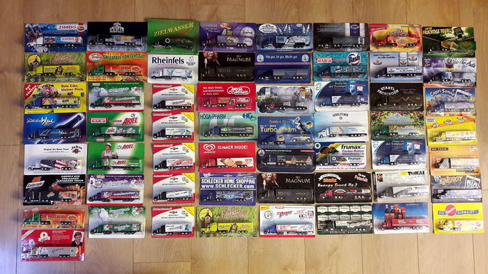 Collection with 57 US semi-trailers with container superstructure - 1/87 - All in mint condition and in original packaging