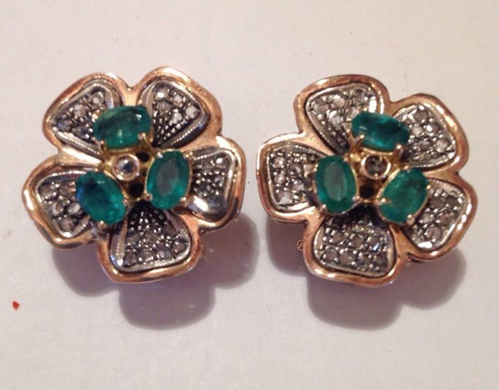 Earrings in 14 kt gold with emeralds and diamonds