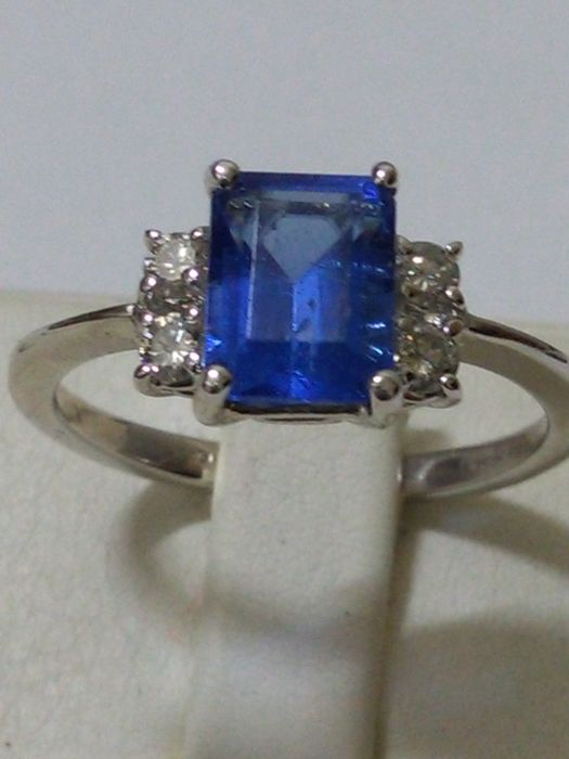 18 kt gold Ring with tanzanite and natural diamonds, 1.90 ct