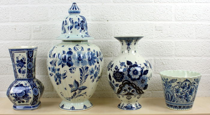 "Collection ""hand painted"" Delft blue vases"