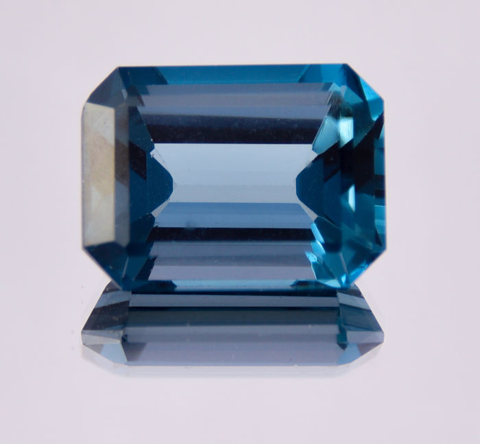 London Blue topaz - 29.66 ct