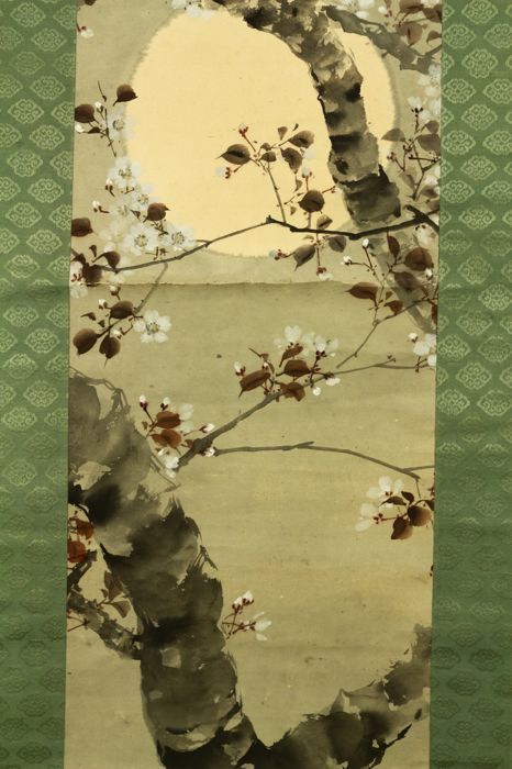 Hand painted hanging scroll - Signed 'Shinpo' 真甫 - Full moon and sakura tree - Japan - ca. 1930-40 (Early Showa Period)