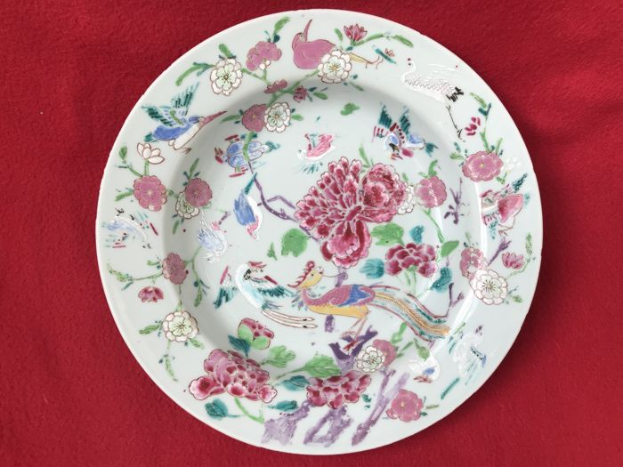 Unusual Famille rose plate decorated flowers and a phoenix - China - ca. 1730 (Yongzheng period)