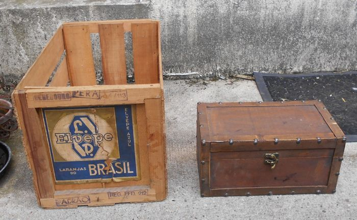 2 wooden transport crates: 1 crate for transport of oranges from Brazil + 1 wooden box - middle of the 20th century
