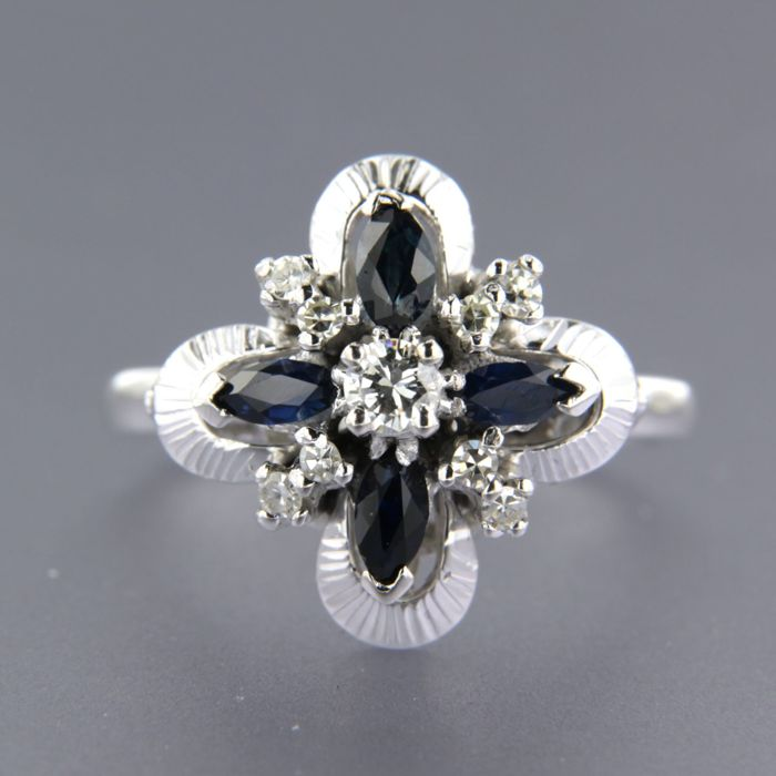18 kt white gold ring set with sapphire and brilliant and single cut diamonds of approx. 0.25 ct in total