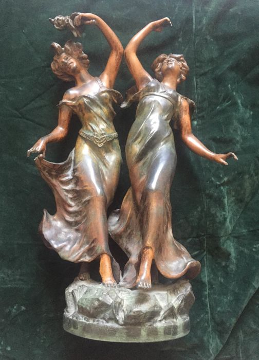 Charles Ruchot (act. ca. 1880-1925) - a patinated spelter statue of two elegant young women - ca. 1900