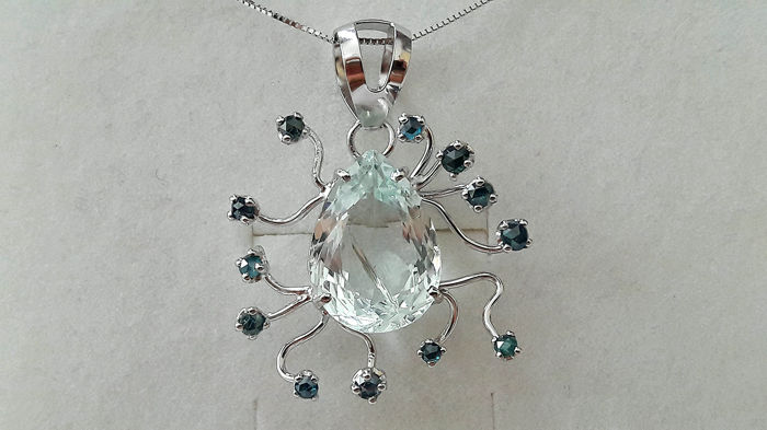 Necklace and pendant in 18 kt white gold with droplet shape aquamarine for 7.16 ct and a blue diamonds for 0.50 ct Necklace length 45 cm - No reserve price