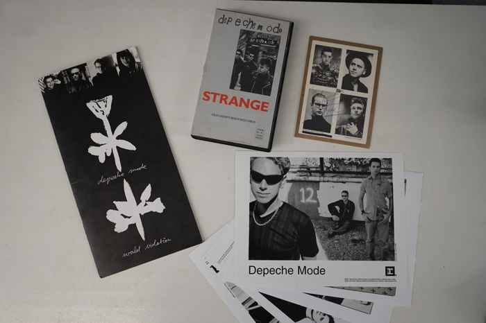 Depeche Mode: World Violation tourbook, Strange movie, 5 press photo's