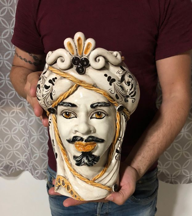 Handcrafted vase in Caltagirone ceramic depicting a Moorish Head (Man) - decorative object height 28 cm with 'Baroque style' decoration