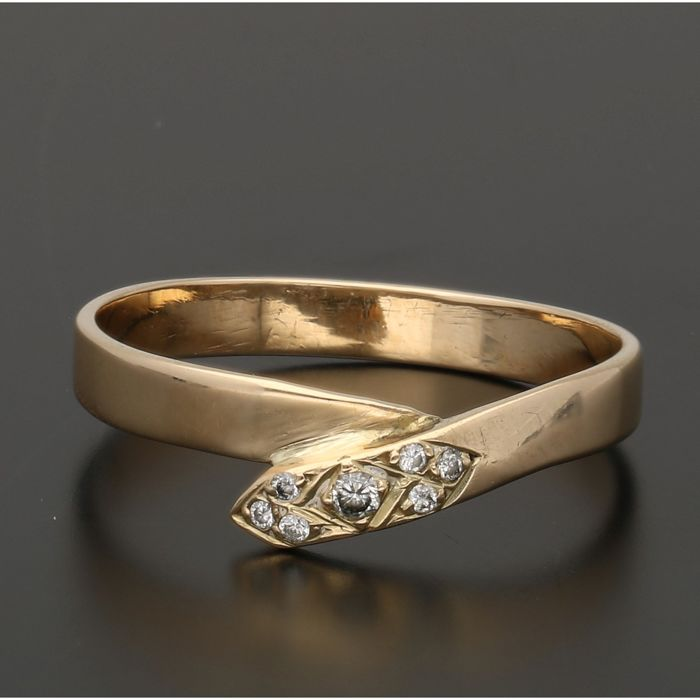 14 kt - Yellow gold ring set with 7 brilliant cut diamonds of approx. 0.05 ct in total - Ring size: 18.5 mm
