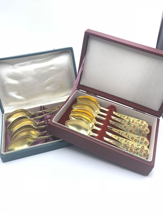 Elegant cutlery set of 12 teaspoons in silver, vermeil and polychrome enamels - Russia, Moscow, 20th century