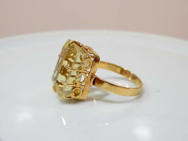 Impressive ring with beautiful citrine on worked basket in 18 kt gold ** NO RESERVE PRICE **