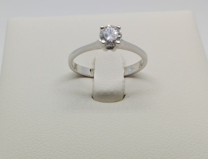 18 kt gold Solitaire ring with 0.38 ct diamond, F/VVS 18 mm