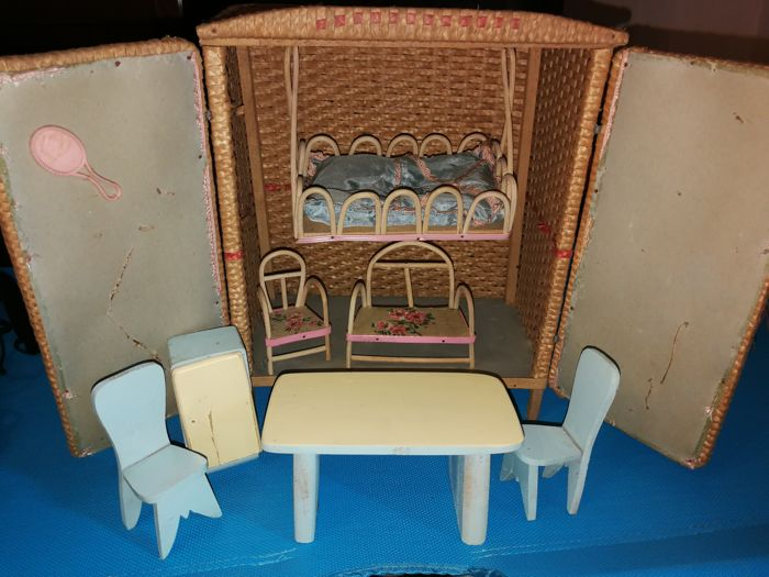 Antique dollhouse made of woven straw with miniature wood furniture - 1950s  - Italy - Antique Dollhouse Made Of Woven Straw With Miniature Wood Furniture