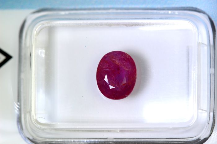 Ruby - 1.38 ct - Red
