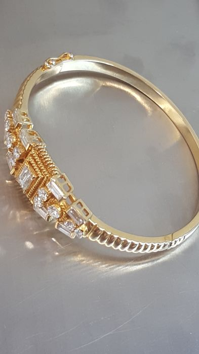 Bracelet in 18 kt gold with G–H/VS diamonds of various cuts totalling 1.3 ct. 5.2 × 4.5 cm. Total weight: 23.07 g