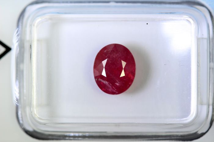 Ruby - 1.93 ct - Intense Red