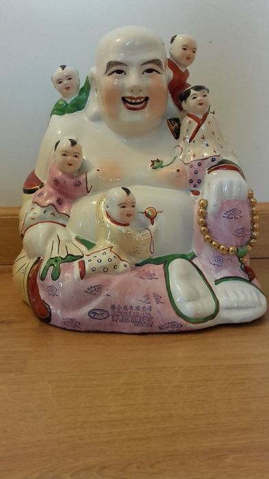 Porcelain laughing Buddha of 30 cm with five climbing children - China - late 20th century
