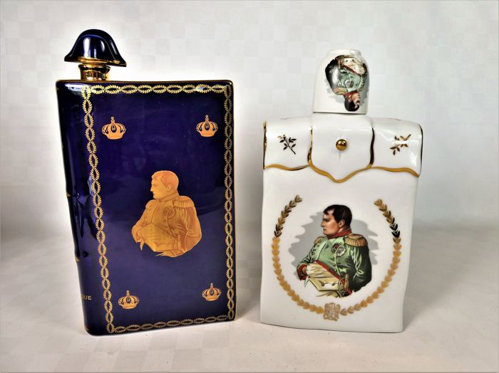 "Limoges, Tharaud, Castel - A pair of decorated ""Napoleon"" flasks"