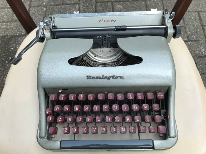 Portable Remington typewriter model Cicero