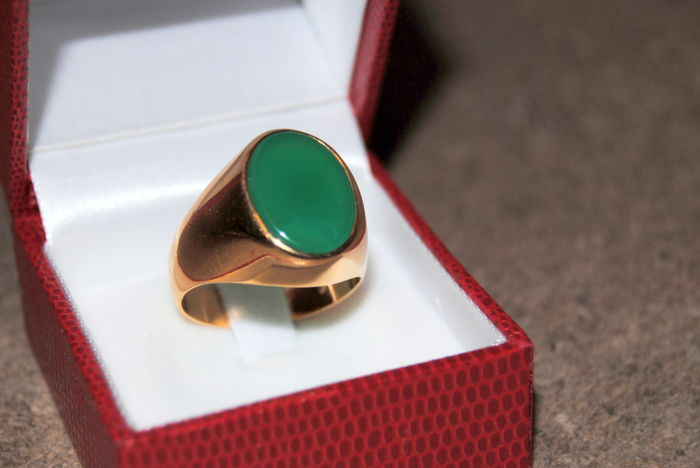Men's ring in 18 kt gold. 750, with green agate stone, new