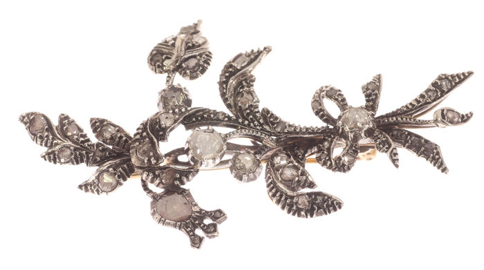 Antique brooch, gold / silver flowers - 0.90 ct Rose diamond - 70 x 43 mm.