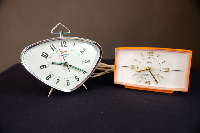Two Retro/Vintage clock alarm clocks – mechanical and electrical implementation