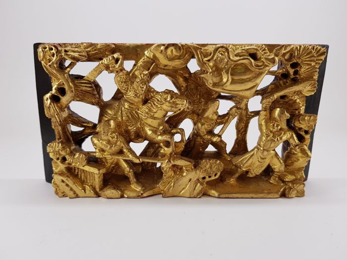 Warrior scene, gold-plated woodcarving - China - 2nd half 20th century