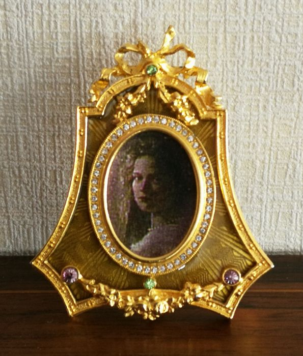 """""""Fabergé Imperial"""" oval photo frame with green enamel and 24K gold plated."""