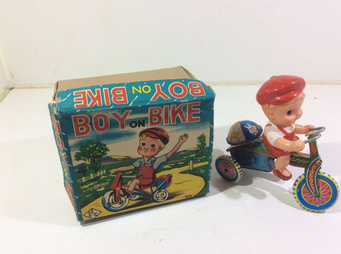 Tin tricycle Japan 1950s tin with celluloid doll